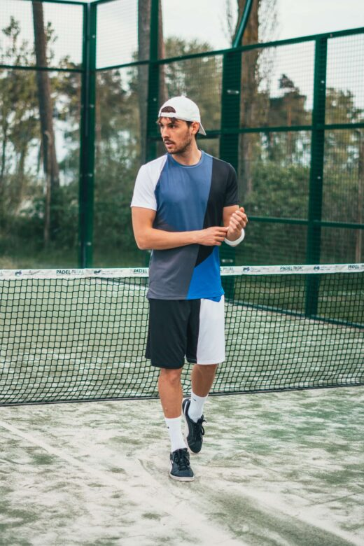 billedet viser en mand i motionstøj, hvor det hele bare spiller